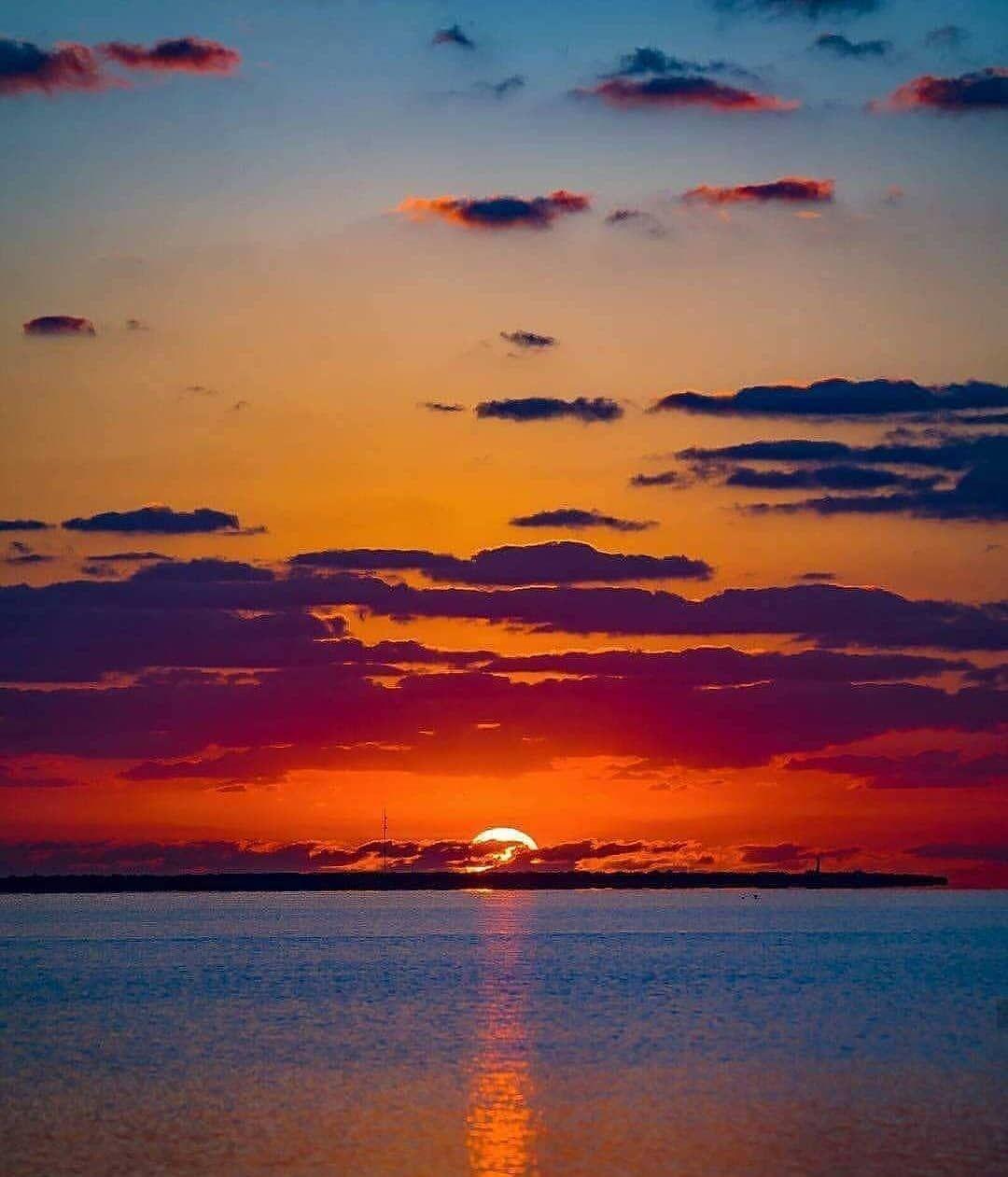 خلفيات غروب الشمس ازا عجبوكم الصور انشرولي ياهم و اعملو منشن لا صحباتكم وصحابكم Sundown Cloudysky Sunset Sunset Pictures Sunset Photography