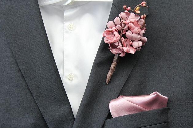 Anzug Anstecker Aus Blume Fur Den Brautigam Boutonniere Fur Den Mann Blume Im Knopfloch Zur Hochzeit Button For Suit Mad Mit Bildern Ansteckblume Boutonniere Anstecker