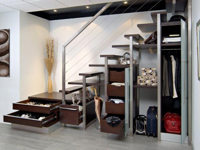 Dix solutions pour am nager l 39 espace sous l 39 escalier staircases vestibule and small spaces - Espaces rangements astucieux salon ...