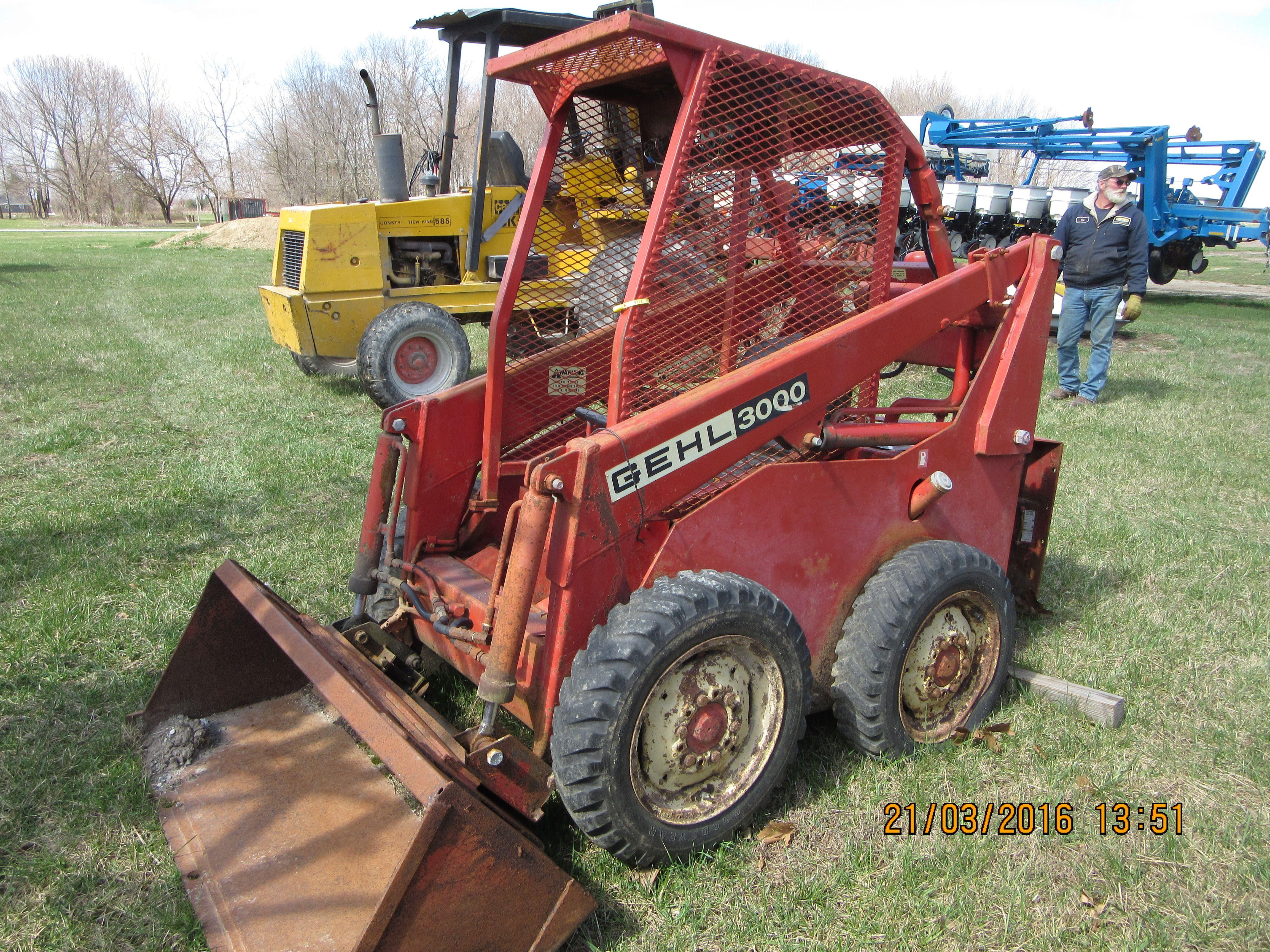 Gehl 3000 skid steer loader   Self Propelled Farm Equipment