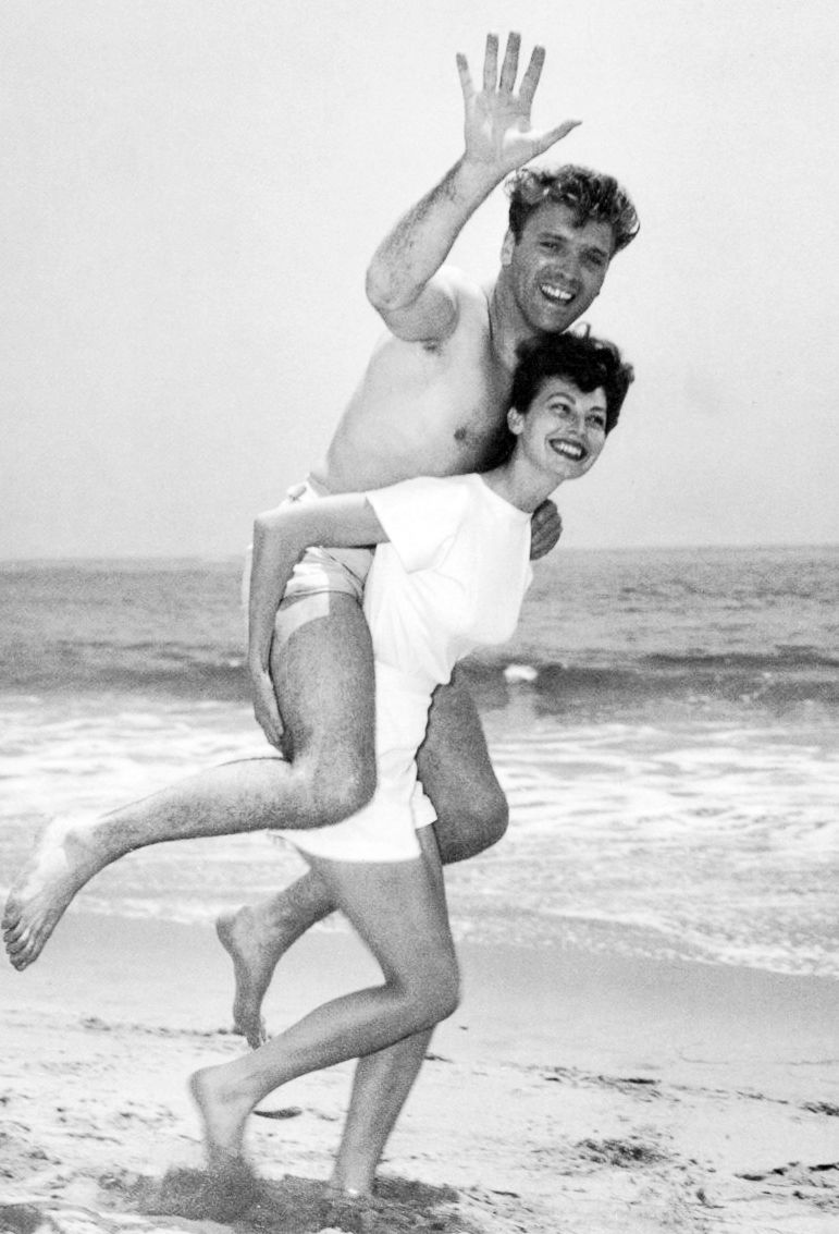Ava Gardner & Burt Lancaster on the set of The Killers, 1946.