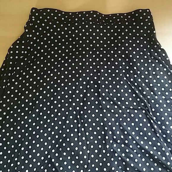 Vintage Black And White Polka Dot Midi Skirt This vintage black and white polka dot midi skirt has a long invisible vipper in the back, with a black button. It has a little elastic in the back of the waistband. It doesn't have a size tag, but I would say that it is a size 12. Vintage Skirts Midi