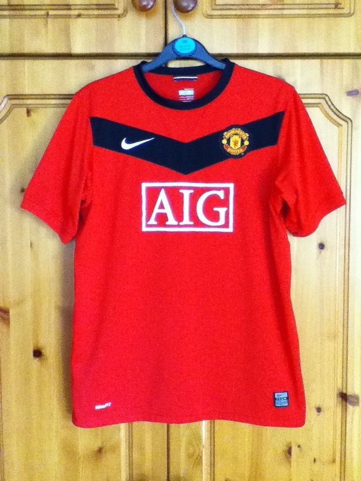 155c1d7ae Manchester United Football Club Home Jersey 2009 - 2010. The shirt size is  Children s XL (Extra Large) and the jersey is suitable for 13 to 15 Year  Olds ...