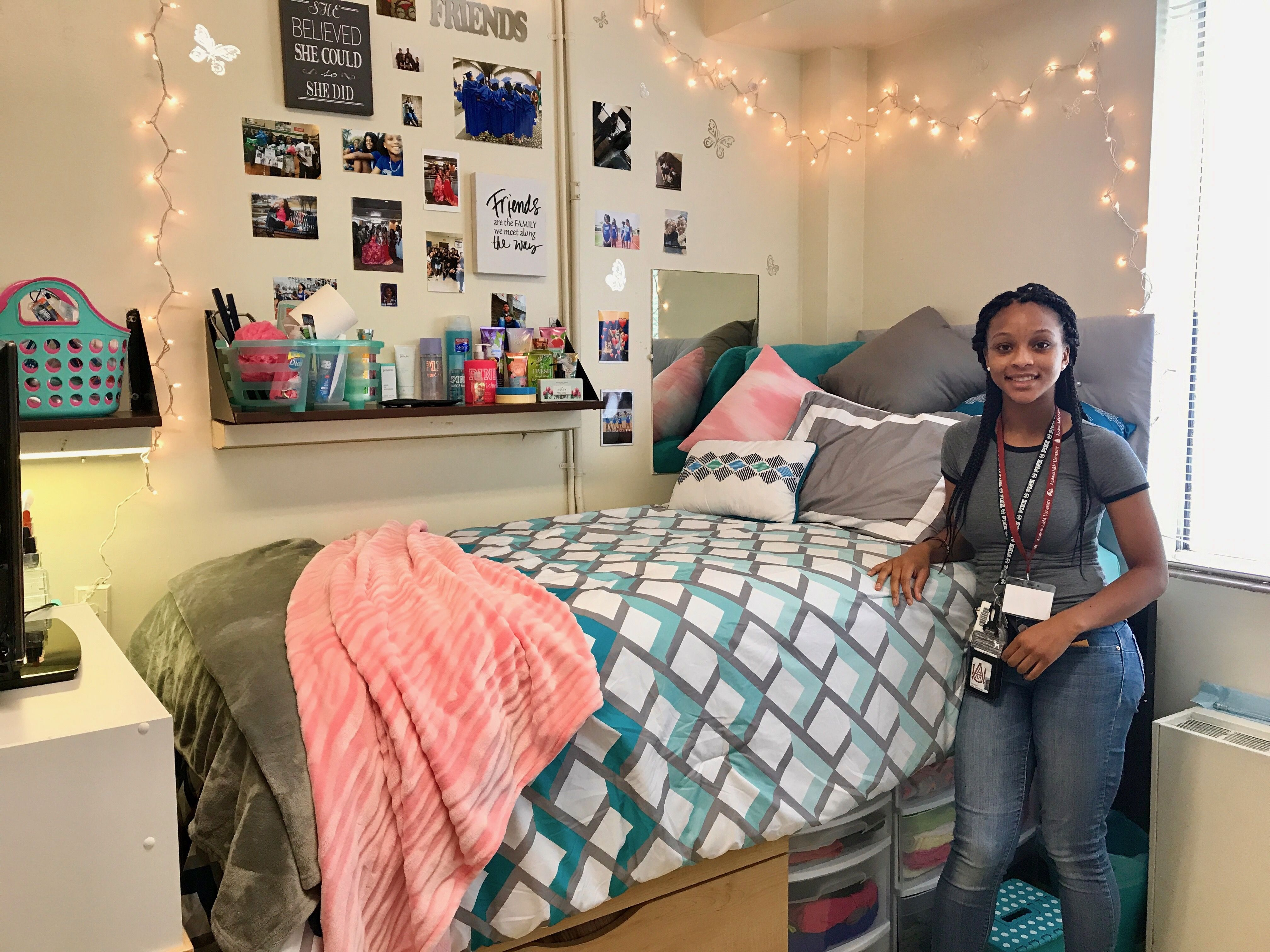 Watch Move In Day On Youtube Tracie S Place A Charming Room To Escape To After Classes And College Lif With Images Dorm Room Inspiration Cute Dorm Rooms Girls Dorm Room