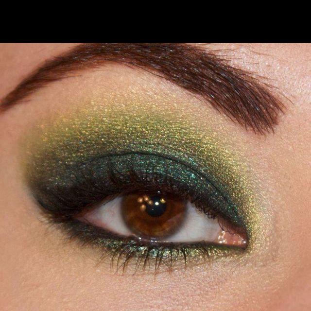 Green Smokey Eyeshadow