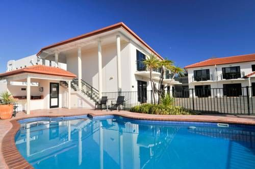 Palms Motel Nelson Located in the centre of Nelson, Palms Motel offers self-contained apartments with full kitchen facilities. It also has an outdoor swimming pool. Guests enjoy free WiFi.
