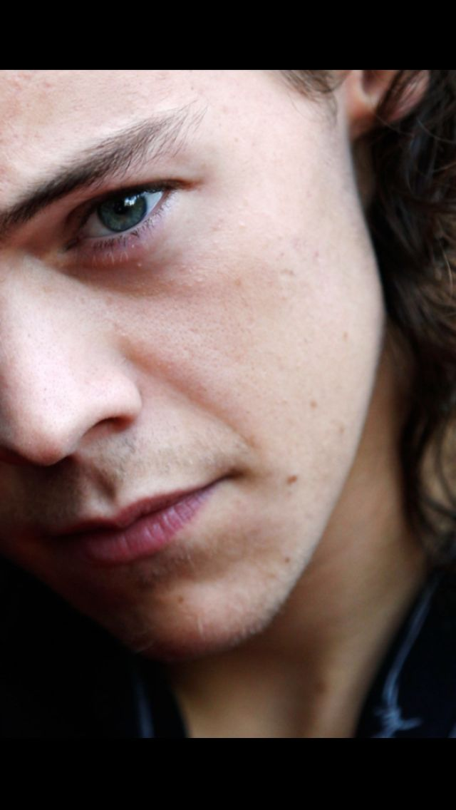 Harry styles || his eyes are so beautiful
