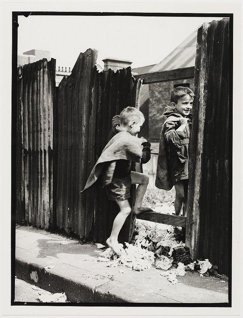 Children In Sydney Slums Mainly Surry Hills Woolloomooloo Redfern 1949 By Ted Hood Australia History Slums Sydney City