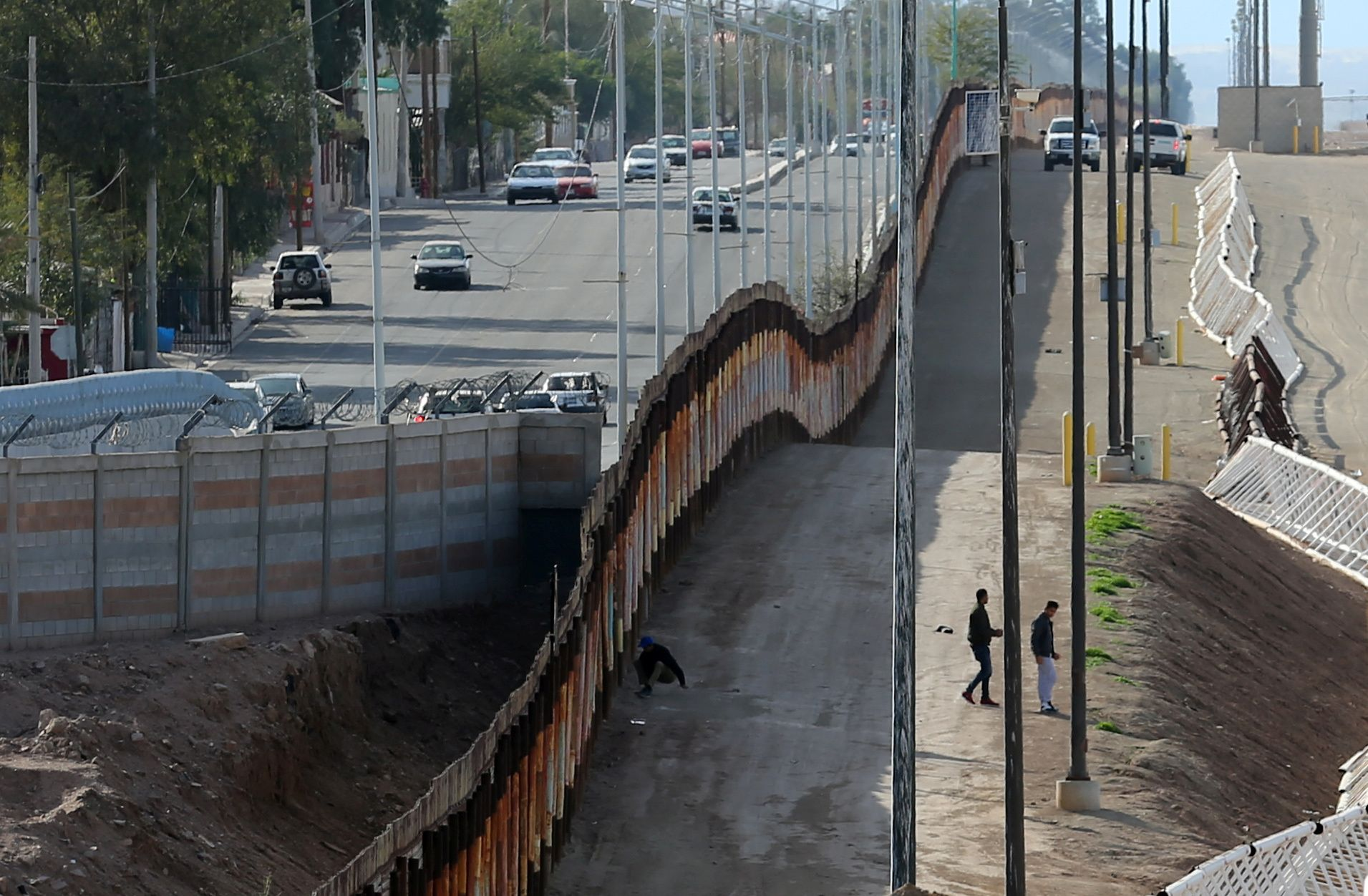 Here S What The Mexico Border Wall Looks Like Now Pbs