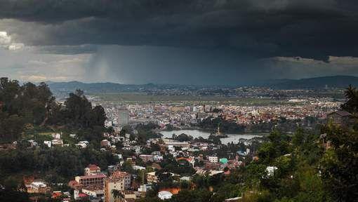 Madagaskar wordt geteisterd door een felle orkaan. Er vielen al zeker drie doden. Dat hebben de lokale autoriteiten vandaag bekendgemaakt. Bron 07/03/2017 23:09
