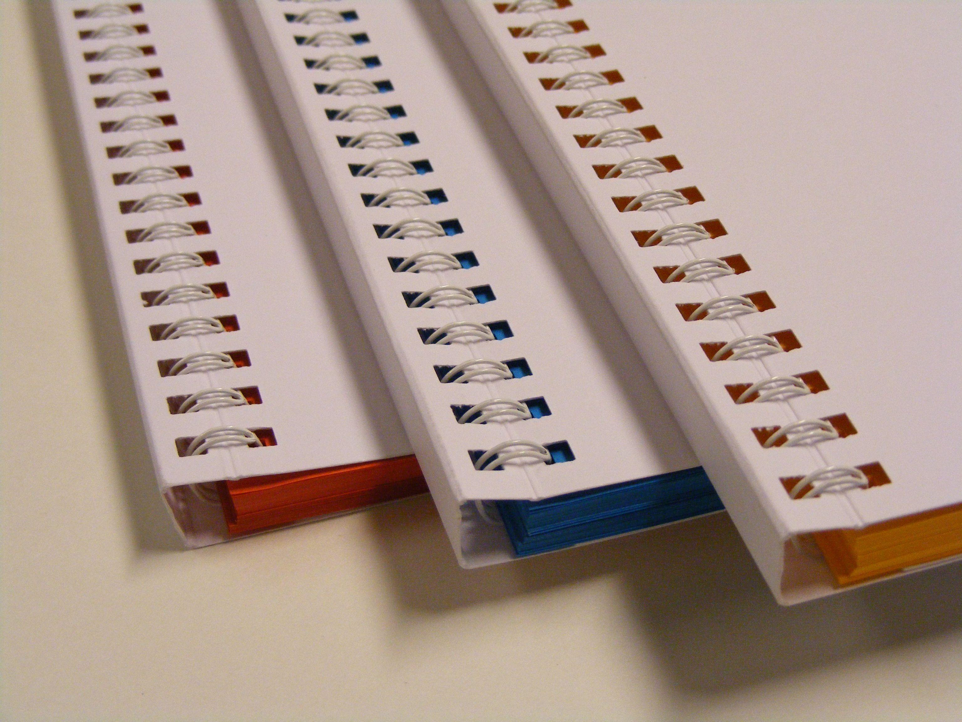 wire o binding brochures met half verborgen wire o