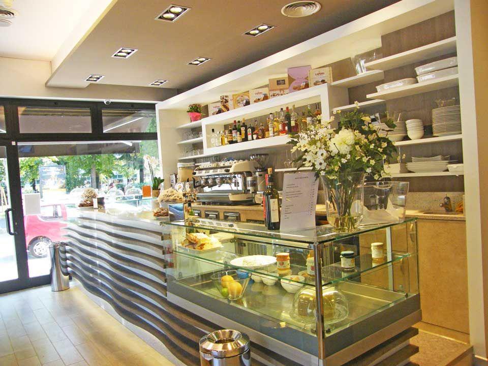 Progettazione e realizzazione arredamento per bar for Arredamenti a milano