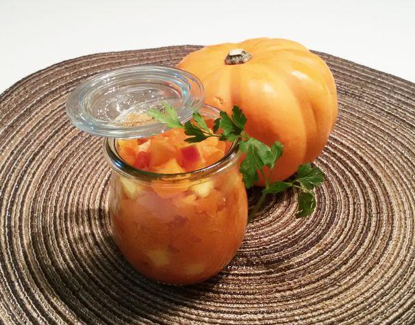 Ein Kürbis-Apfel #Chutney ist der bunte Eyecatcher auf deiner Käse-Platte. #Rezepte: http://www.electrolux.ch/Cooking/Rezepte/K%C3%BCrbis-Apfel-Chutney/