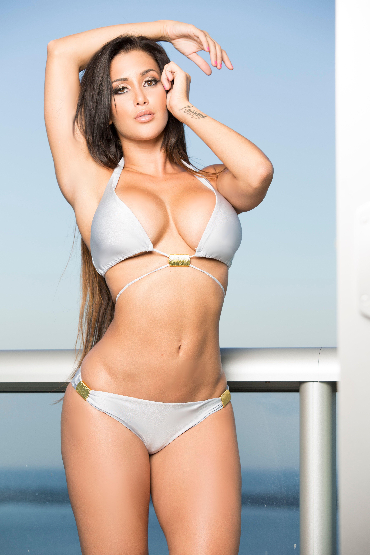 Girls in bikinis rating sites