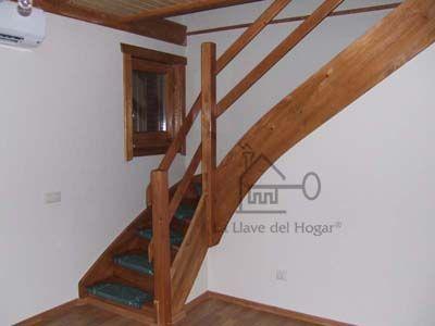 escalera interior en madera
