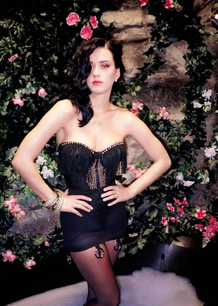 Katy Perry - Biography - IMDb