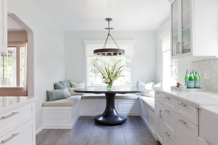 U Shaped Breakfast Nook Banquette With Oversized Round Dining Table Transitional Dining Room Farmhouse Dining Dining Nook Transitional Dining Room
