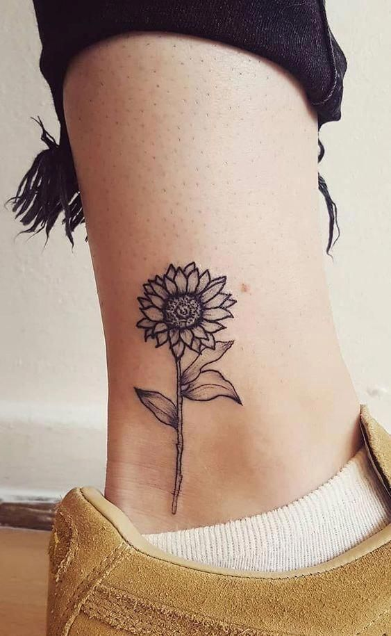 30 Inspired Flower Tattoo Design for Beautiful Women - Tattoo Starctic