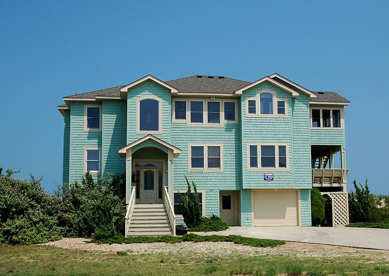 Hardshell Hotel Is An Outer Banks Oceanfront Vacation Al In Whalehead Corolla Nc That Features 7 Bedrooms And 5 Full 1 Half Bathrooms