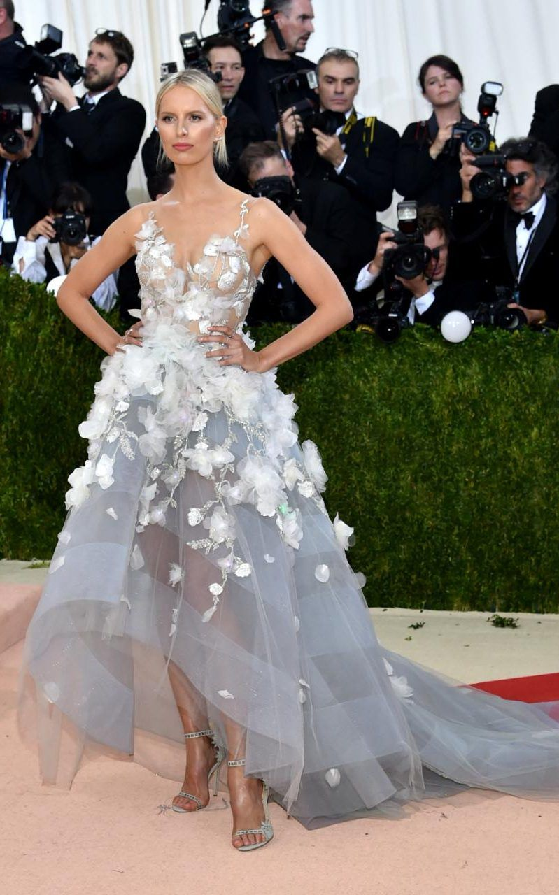 met gala 2016 karolina kurkova's dress includes 150 led
