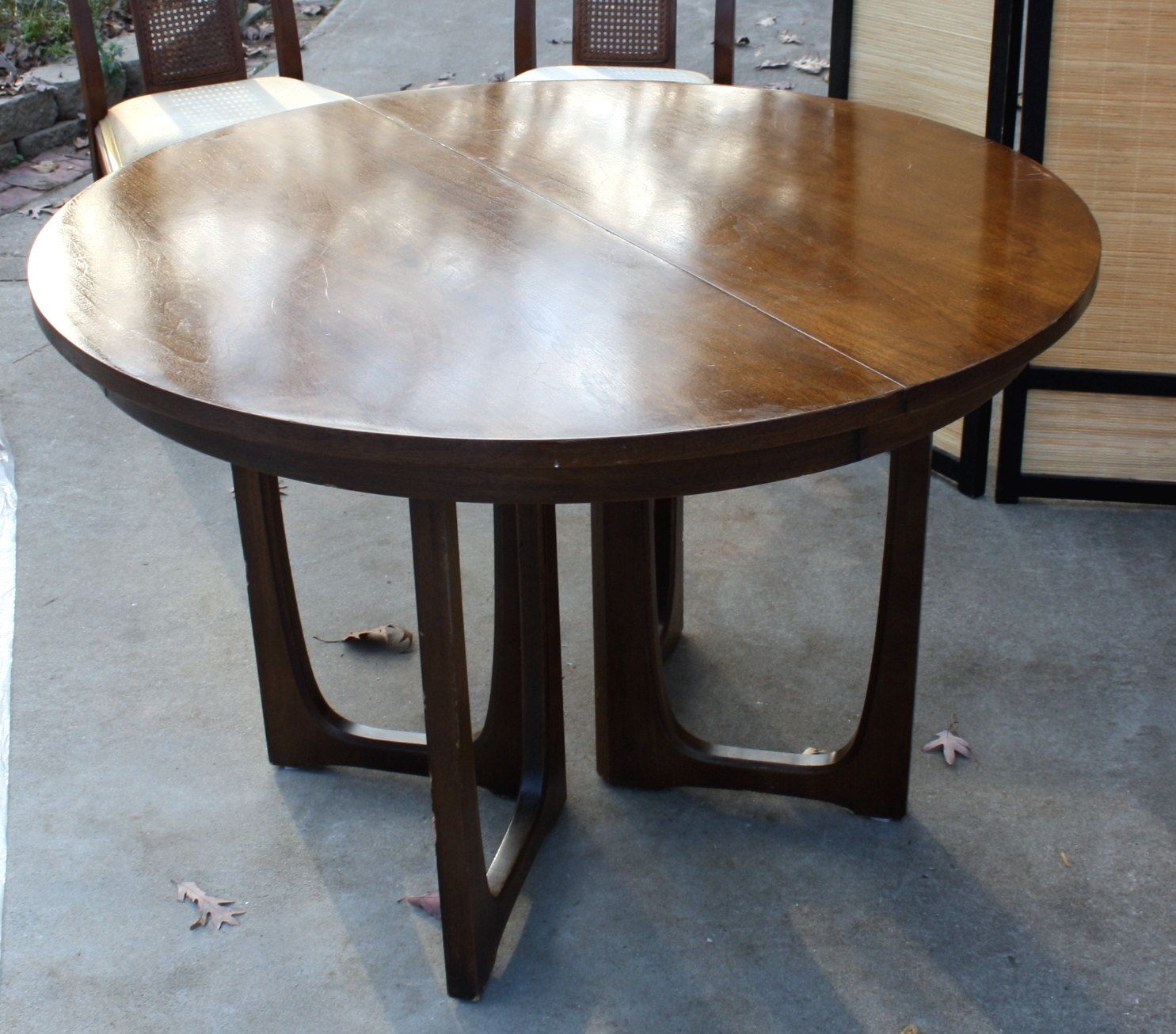 Sold Round Oval Danish Style Broyhill Brasilia Like Dining Table 600 00 Via Etsy Dining Table Dining Chairs For Sale Dining Room Table [ 1306 x 1485 Pixel ]