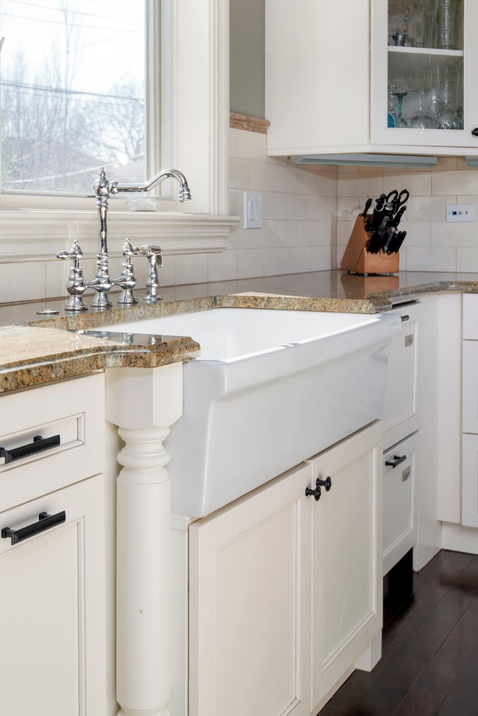 Fantastic Farmhouse Sinks Apron Front Sinks In Gorgeous Settings Farmhouse Style Kitchen White Farmhouse Sink Kitchen Styling