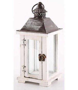 Biała drewniana latarnia