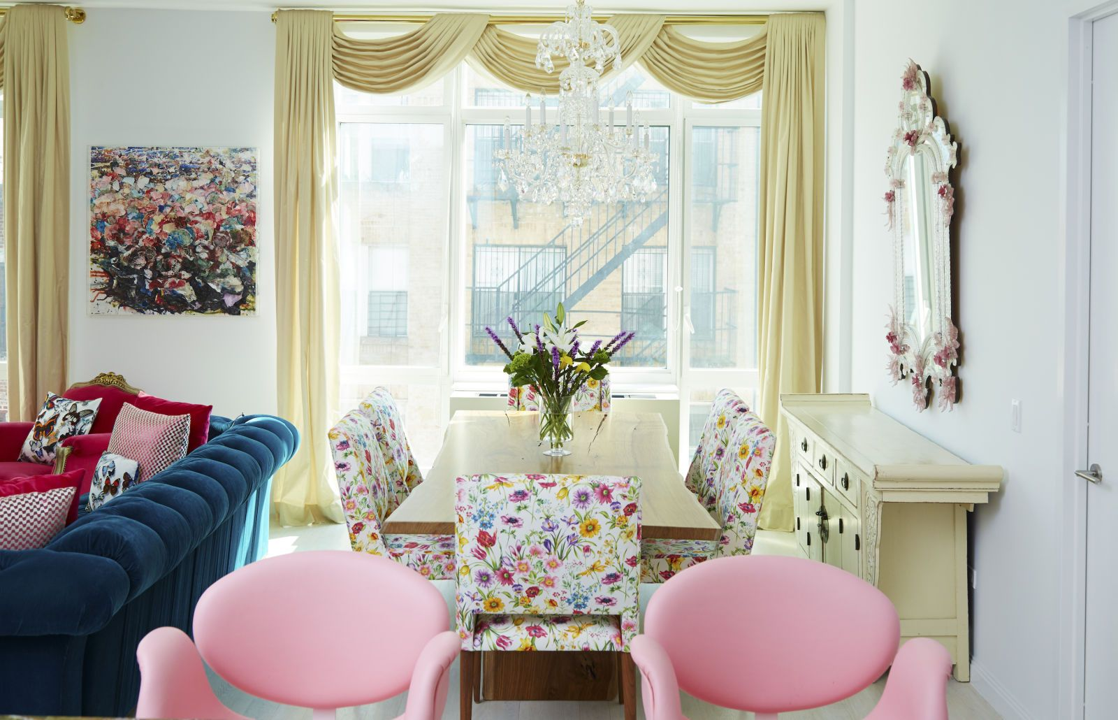 This Stunning Apartment Perfectly Blends Whimsical Colors With ...
