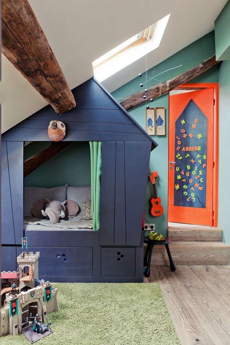 meuble sous comble : cabane de jeux en bois massif, peinture bleue ...