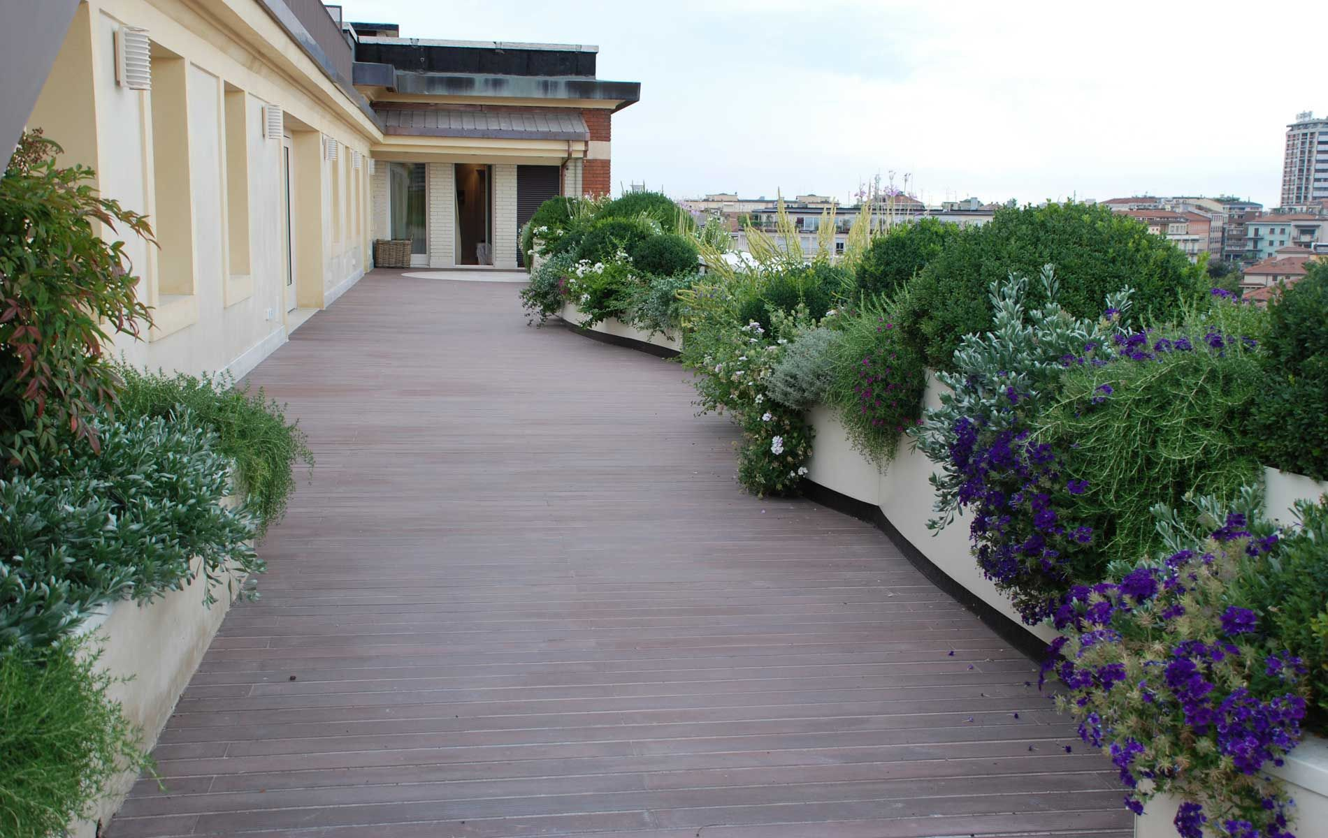 Terrazzi verdi terrazzo pinterest terrazzo giardino - Terrazzi e giardini pensili ...