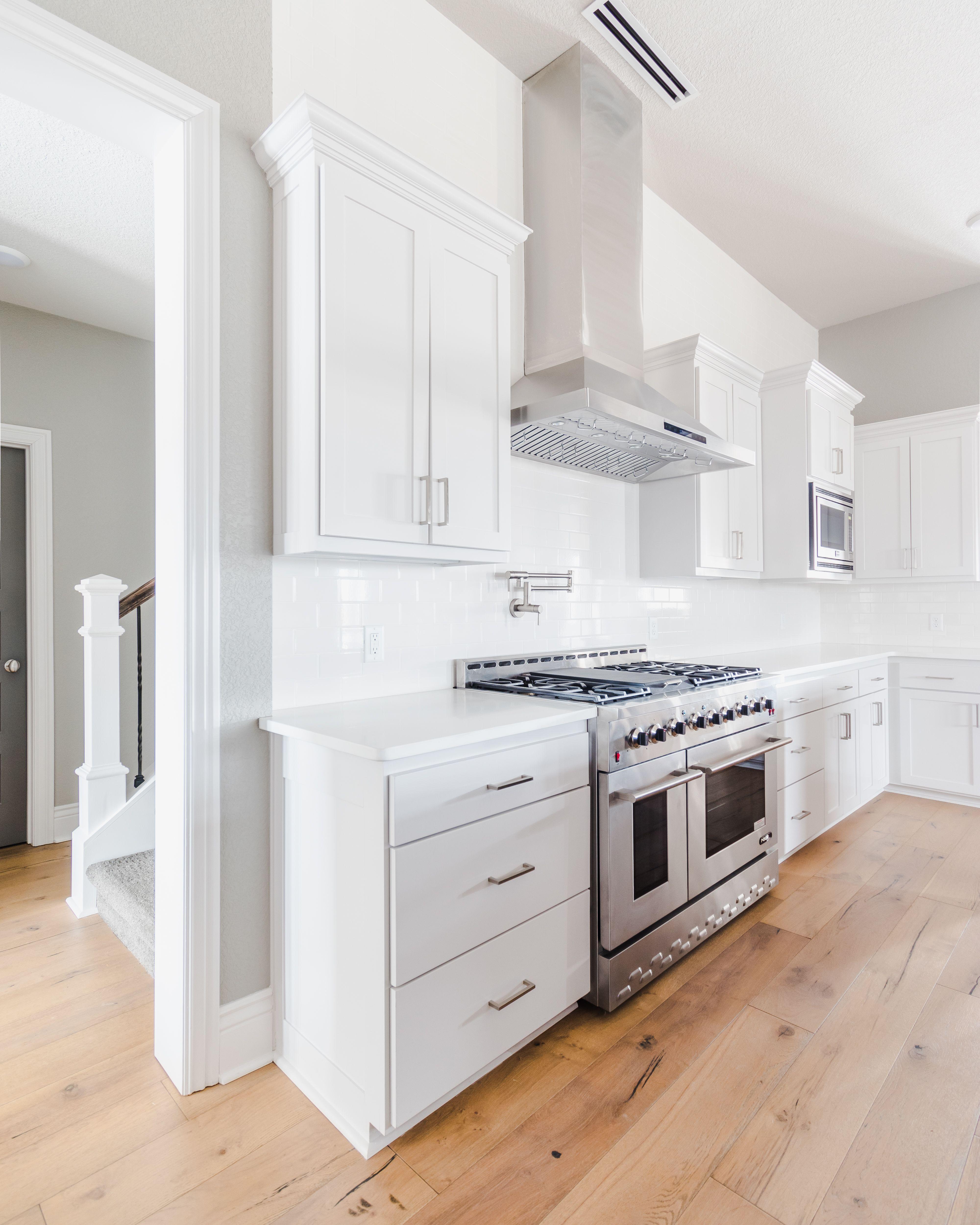 Modern White Kitchen W Shaker Cabinets White Subway Tile