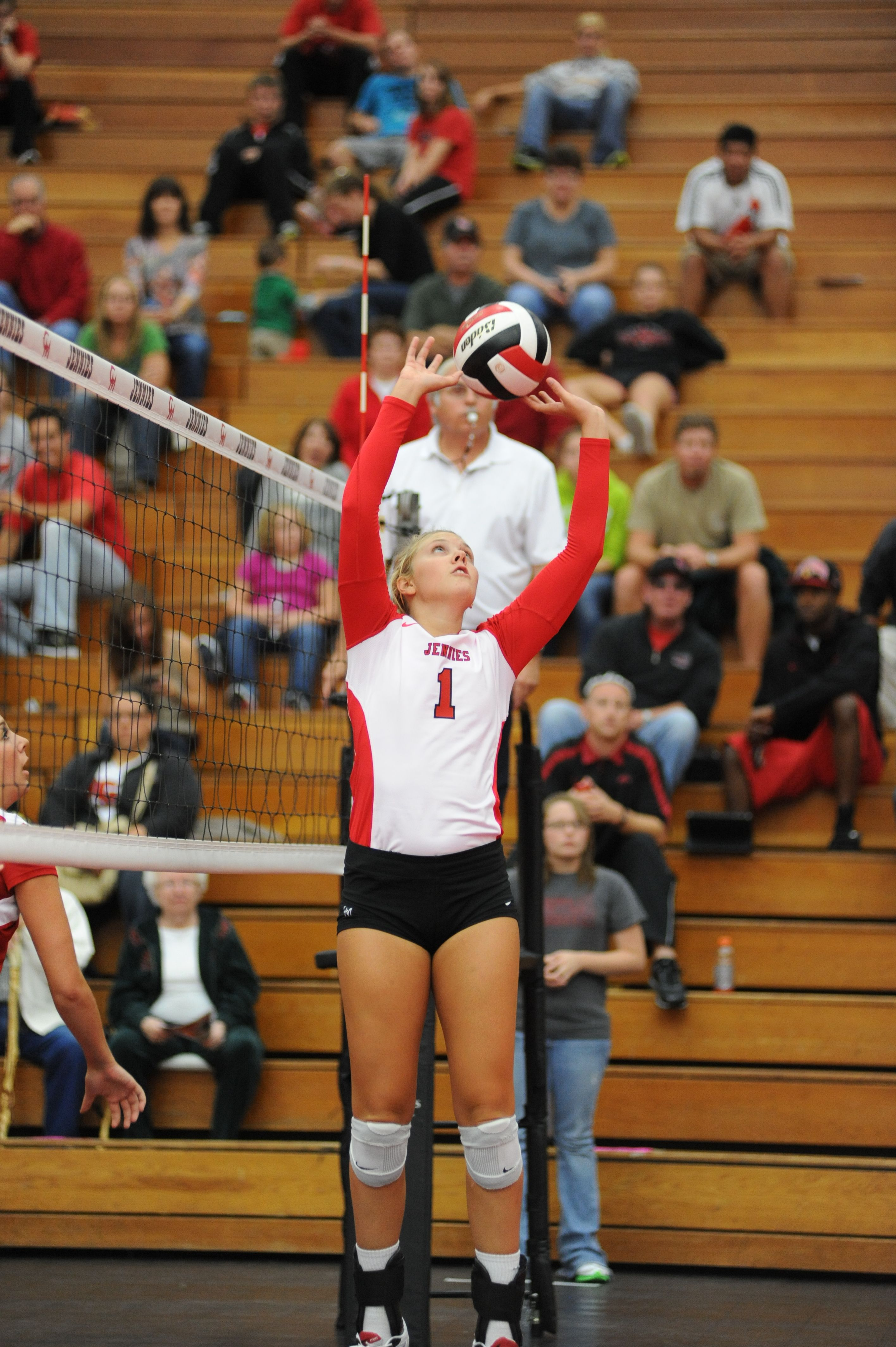 Julia Bates Picked Up Her Second All American Award In As Many Seasons With The Jennies After Averaging 11 57 As American Awards Sport Girl Volleyball Players