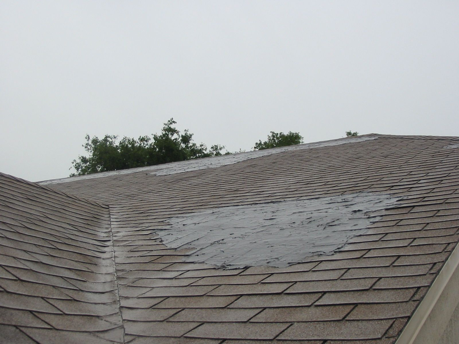 Dabs Of Roof Cement To Fix Shingle Leaks Garage Roof Leaking Roof Roof