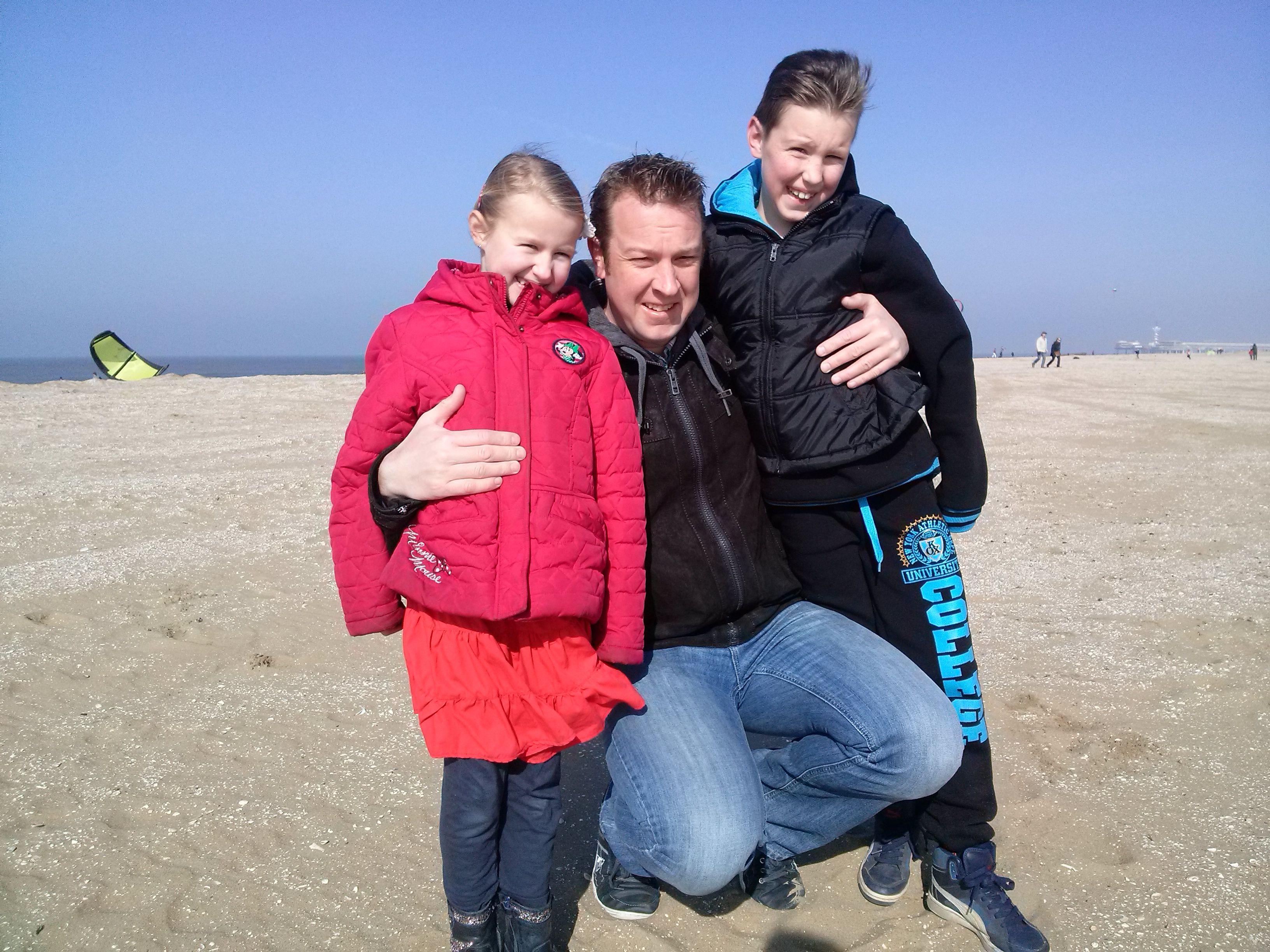 Scheveningen strand. Mijn allesjes. Mijn man Marco, mijn zoon Max en mijn dochter Jane. 08-03-2015. Mijn eigen foto.