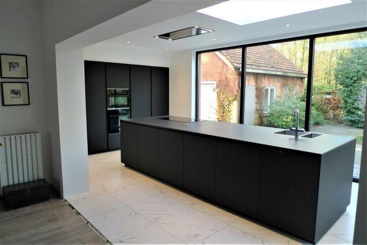 keuken zwart zwarte keukens open keukens droomkeukens donkere keukenkasten keukeneetkamer keuken extensies keuken interieur herenhuis