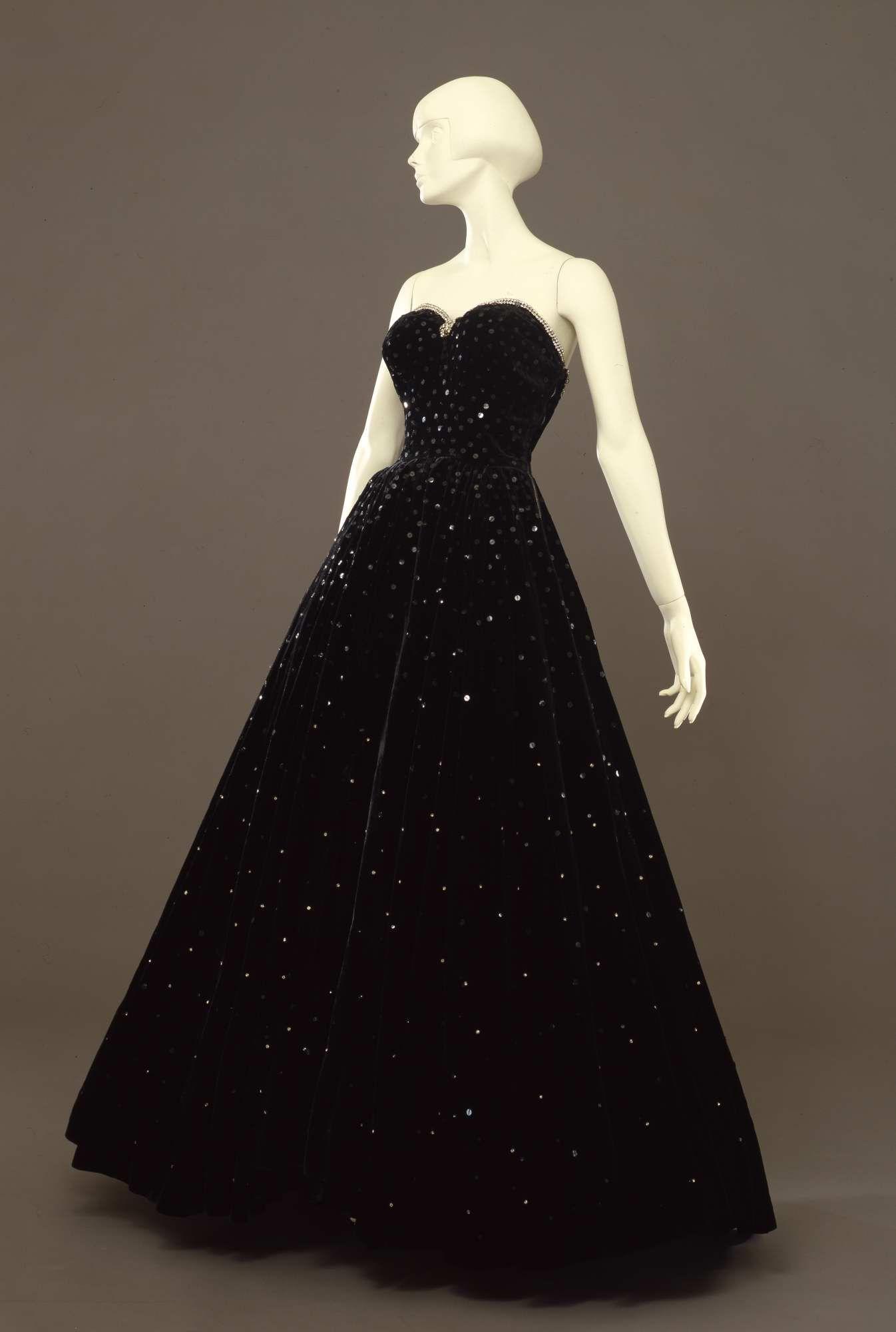 7e4db6d8ac18 1947, Italy - Ball gown - Velvet, rhinestones, sequins  www.vintageclothin.com
