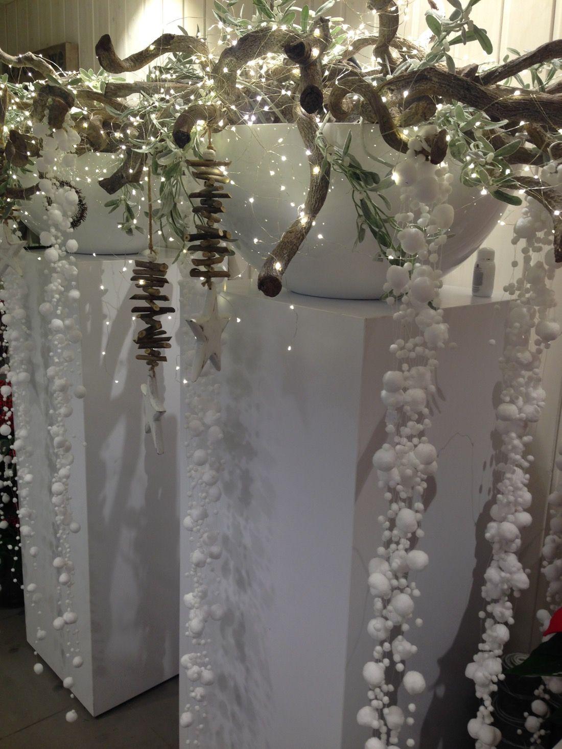 Kwiaciarnia Emi Reda Kwiaciarnia Reda Florystyka Slubna Trojmiasto Table Decorations Holiday Decor Decor