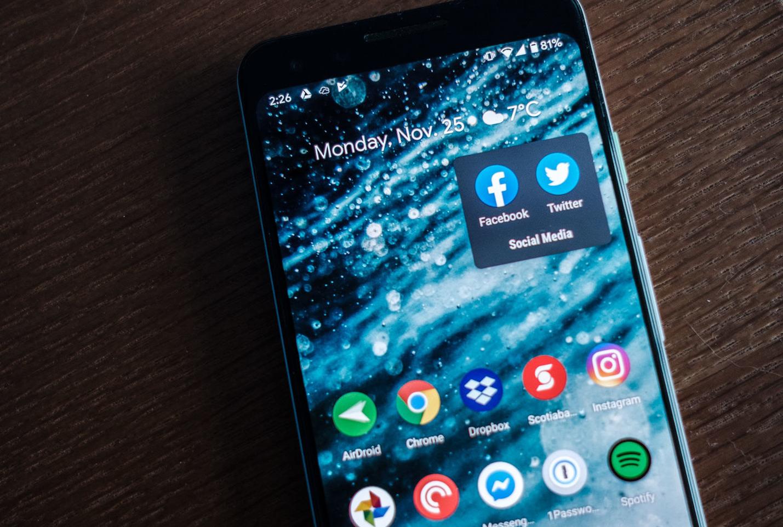 تقرير يؤكد على تسريب بيانات المستخدمين عن طريق التسجيل بحساب تويتر والفيس بوك Party Apps Any App Samsung Galaxy Phone