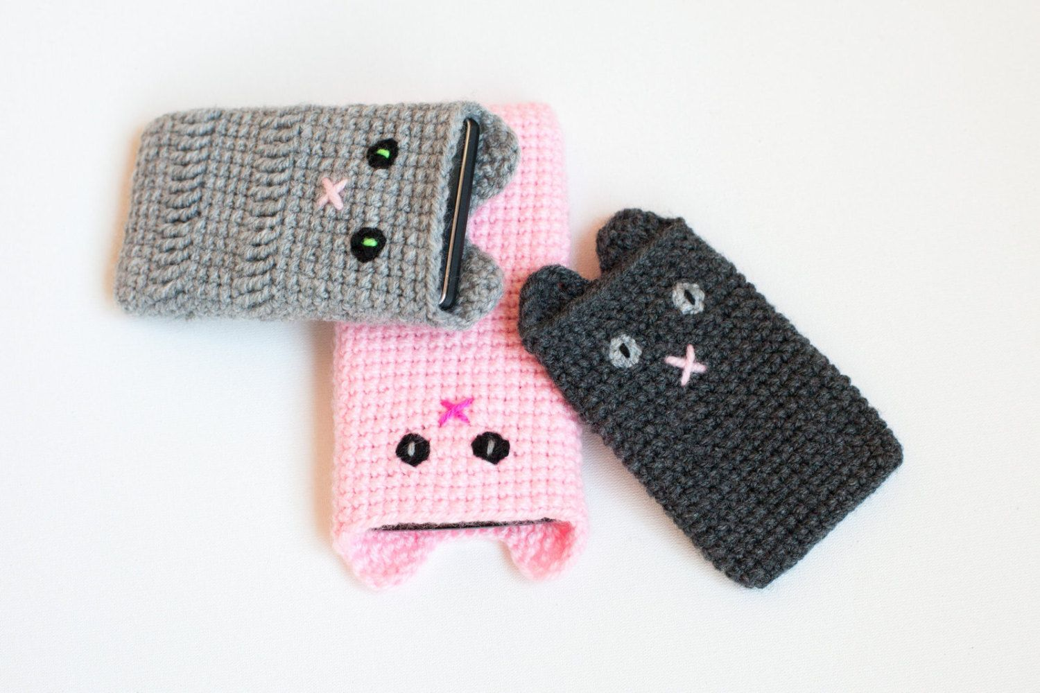 Knitted phone case is an accessory that does not go out of fashion 67