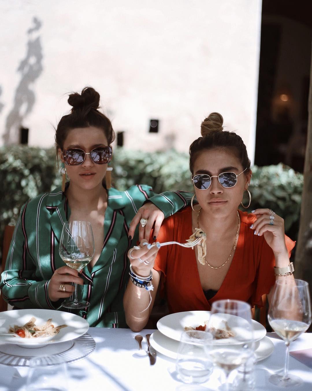 f305b88a103b5 Pin do(a) Beatriz Gomes em Restaurante Bar   Instagram, Friendship e Bar