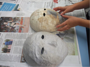 How to make a paper mache mask with a balloon