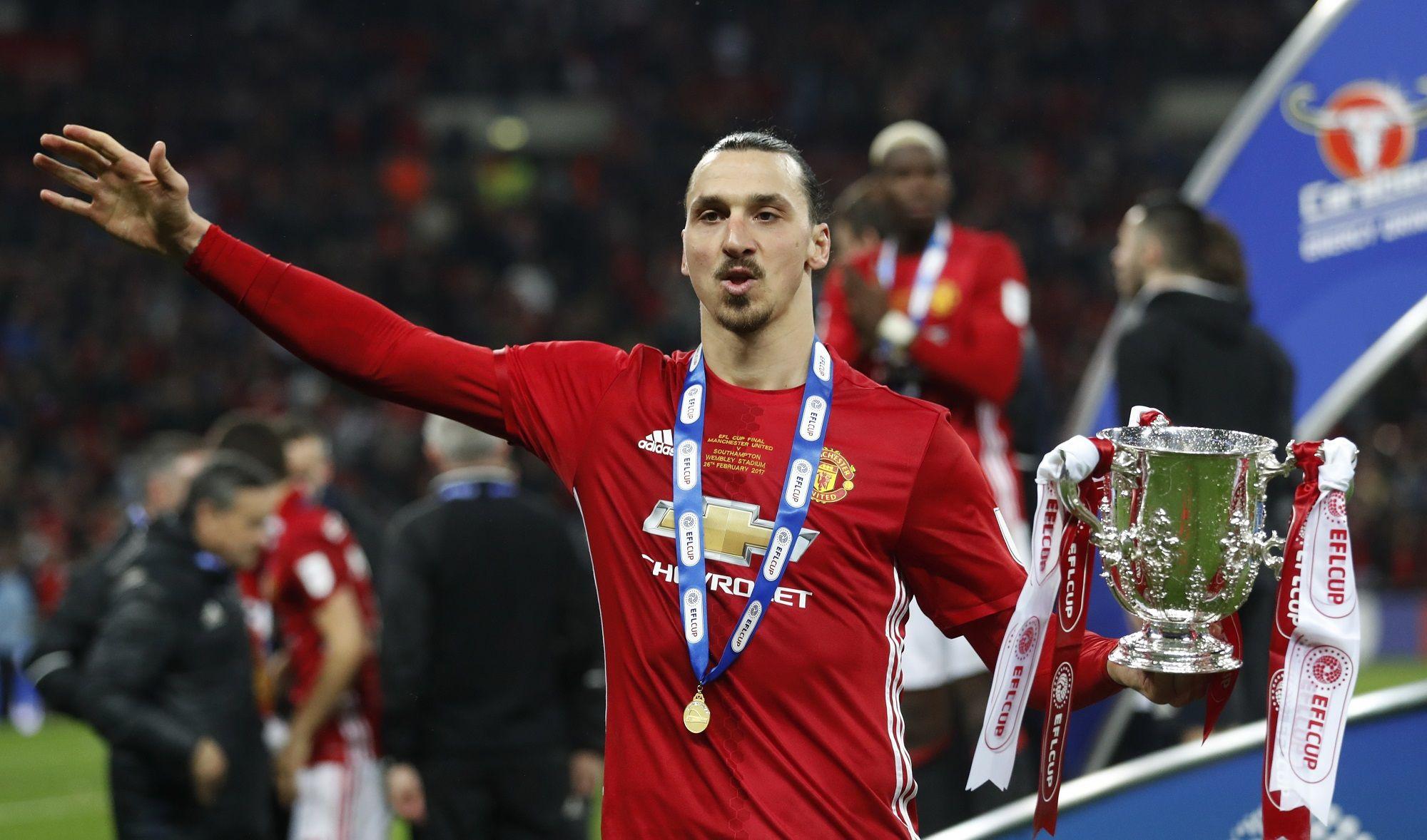 Finále rozhodol skvelý Ibrahimovič. United oslavujú zisk Ligového pohára