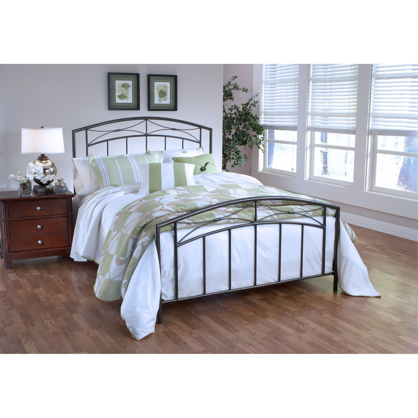 Hillsdale Furniture Morris Bed, Size Queen Full bedding