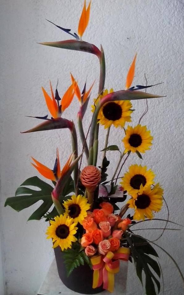 Noderno Arreglo Con Aves De Paraiso Mini Girasol Y Rosas
