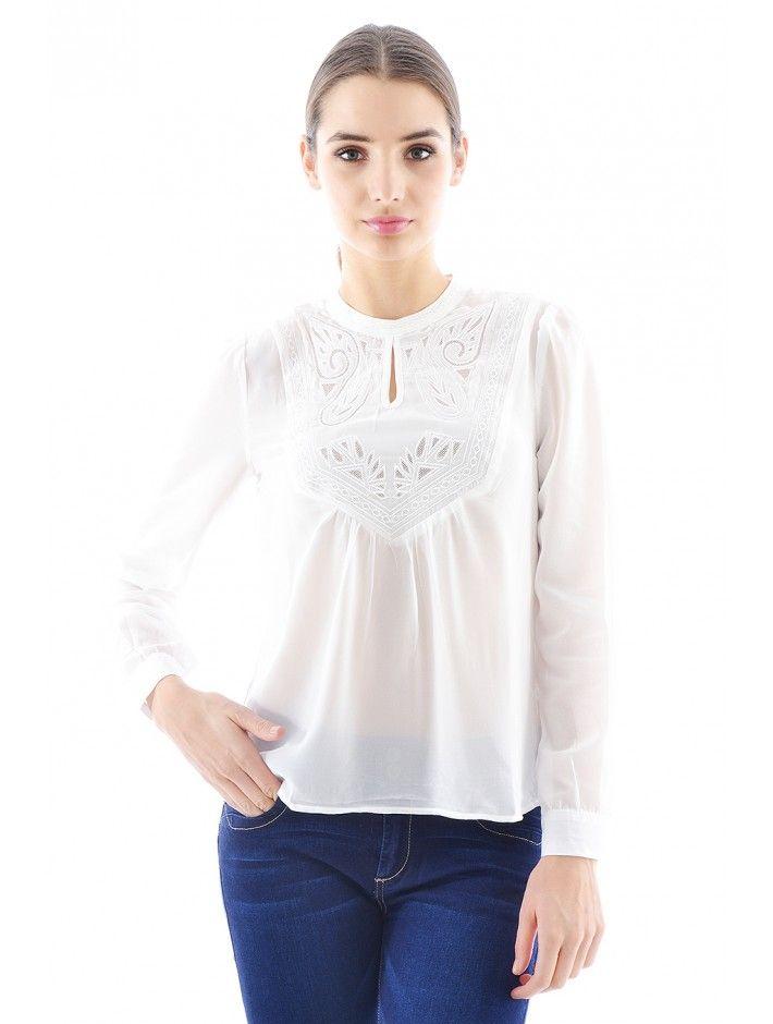 5dbe504535 Štýlová dámska blúzka v trendovom dizajne a strihu. Blúzka Bennett je z  príjemného a pohodlného materiálu - skvelá voľba do každého dámskeho  šatníku.