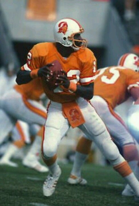 Doug Williams Man I Hated Those Old Uniforms Love The Bucs Uniforms Now Doug Williams Buccaneers Football Nfl Football Players