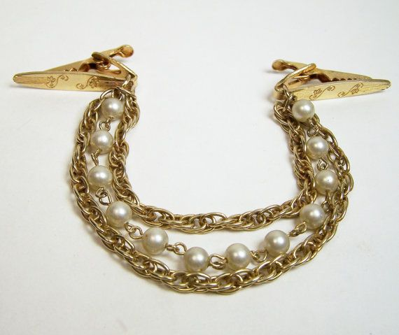 Vintage Gold Tone Twisted Leaf Sweater Guard Clip Pin Jewelry Pat 2853761 Mid Century Era 1215DG