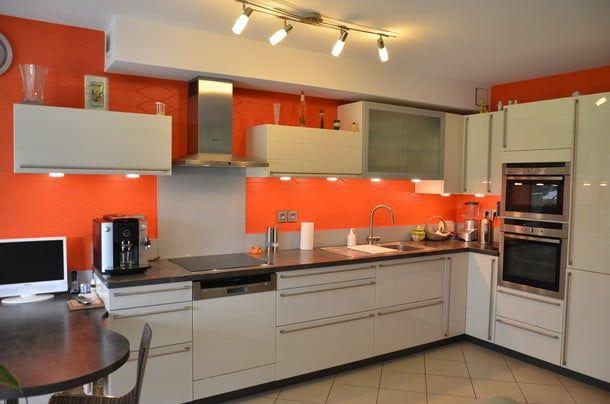 Cocina color naranja 2018 fabulosos colores para cocinas for Que color de pared para una cocina blanca