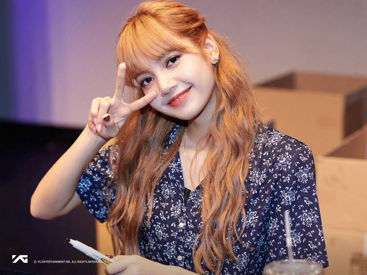 Foreign K Pop Idols Who Have Amazing Korean Handwriting Soompi Lisa Blackpink Lisa Blackpink Wallpaper Blackpink Square Up