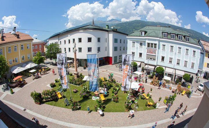 25.06.2016 - Rosenausstellung Johannesplatz - Lienz http://ift.tt/28Up2fH #brunnerimages